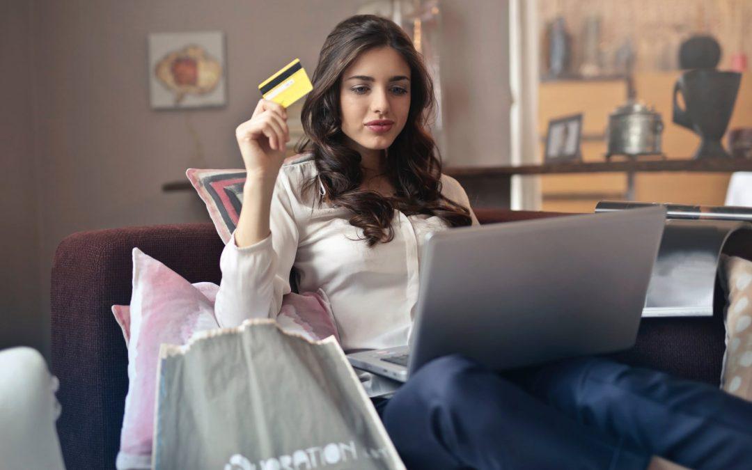Gasto médio anual em compras online é de 543 euros